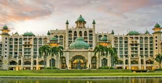 Palace Of The Golden Horses - Seri Kembangan - Living room