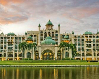 Palace Of The Golden Horses - Seri Kembangan - Κτίριο