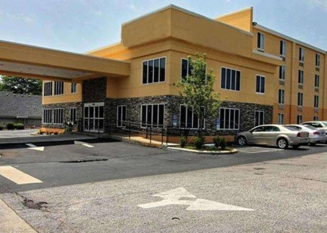 Quality Inn & Suites - Greenville - Building