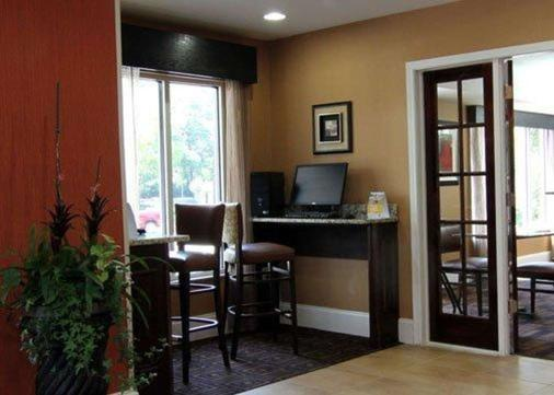 Quality Inn & Suites - Greenville - Business center