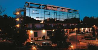 Hotel Zone - Rom - Gebäude