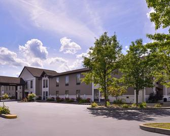Best Western Plus University Inn - Olean - Edificio