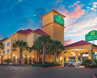 La Quinta Inn & Suites by Wyndham Beaumont West - Beaumont - Building
