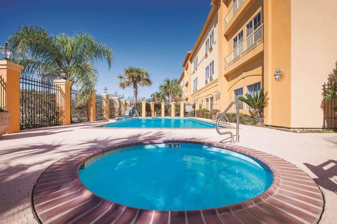La Quinta Inn & Suites by Wyndham Beaumont West - Beaumont - Pool