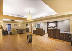 La Quinta Inn & Suites by Wyndham Beaumont West - Beaumont - Lobby