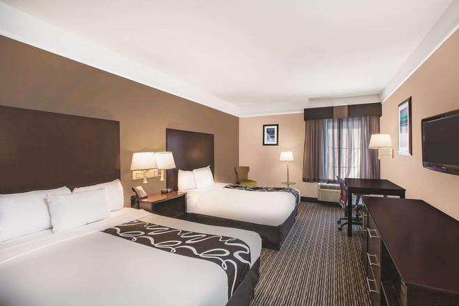 La Quinta Inn & Suites by Wyndham Beaumont West - Beaumont - Bedroom