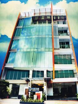 Silver Oaks Suite Hotel - Manila - Rakennus