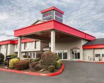 Bridgeway Inn & Suites - Portland Airport - Грешам - Building
