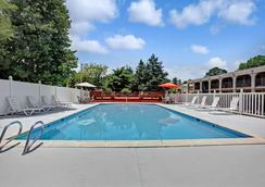Super 8 by Wyndham Williamsburg/Historic Area - Williamsburg - Uima-allas