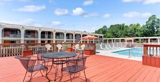 歷史地區/威廉斯堡速 8 酒店 - 威廉斯堡 - 威廉斯堡(弗吉尼亞州) - 游泳池
