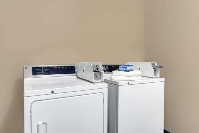 Super 8 by Wyndham Williamsburg/Historic Area - Williamsburg - Laundry facility