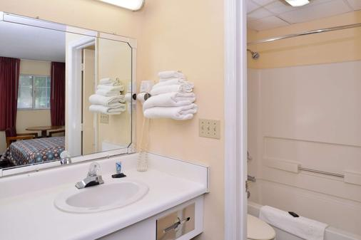 Americas Best Value Inn - Edenton - Bathroom