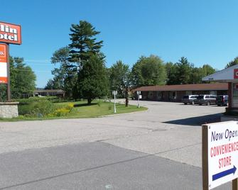 Franklin Motel & Trailer Park - North Bay - Building