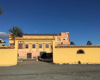 Hostal Mesón Arboleas - Arboleas - Building