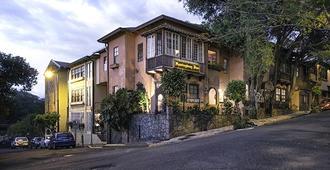 Hemingway Inn - San José - Building