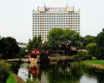 Hotel Gromada Pila - Piła - Building