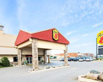 Super 8 by Wyndham Cambridge/Kitchener/Waterloo Area - Кембридж - Building