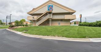 Motel 6 Overland Park - Overland Park - Building