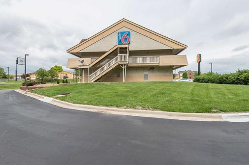 Motel 6 Overland Park - Overland Park - Κτίριο