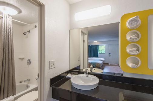 Motel 6 Overland Park - Overland Park - Μπάνιο