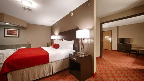 Best Western Plus Minneapolis-Northwest - Brooklyn Center - Schlafzimmer