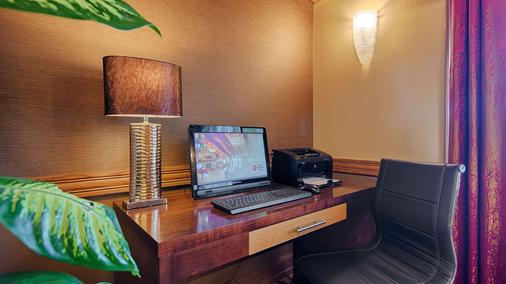Best Western Plus Minneapolis-Northwest - Brooklyn Center - Business Center