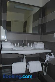 Hotel Le Rochelois - La Rochelle - Bathroom