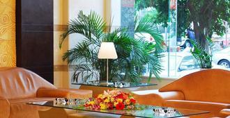 Meahood Hi-thai Hotel - האיקואו