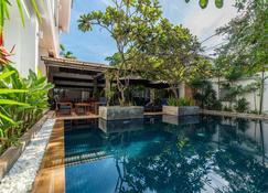 Landing Zone Boutique Hotel - Ciudad de Siem Riep - Pileta