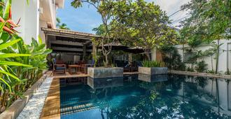 Landing Zone Boutique Hotel - Siem Reap - Pool