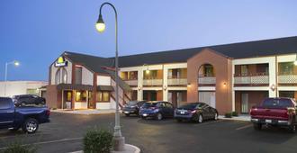 Days Inn by Wyndham Wichita West Near Airport - וויצי'טה
