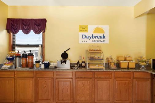Days Inn by Wyndham Wichita West Near Airport - Wichita - Buffet