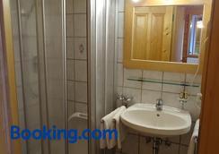 Baby- Und Kinderhof Aicherbauer - Seeham - Bathroom