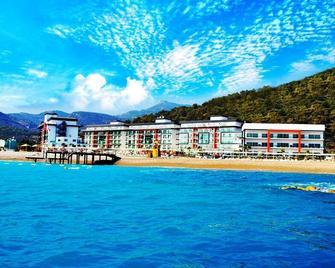 Ulu Resort Hotel - Yanişli - Building