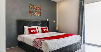 OYO 1029 Os Rooms - Sakhu - Schlafzimmer