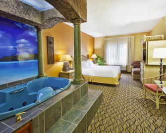 Holiday Inn Express Hotel & Suites Belleville, An Ihg Hotel - Бельвіль - Спальня