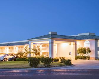 Days Inn by Wyndham Fort Stockton - Fort Stockton - Gebouw