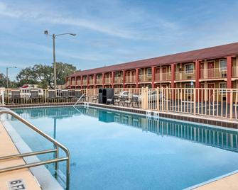 Econo Lodge Inn & Suites Maingate Central - Kissimmee - Zwembad