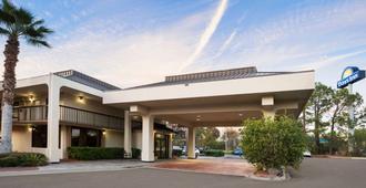 傑克遜維爾機場戴斯酒店 - 傑克遜維爾 - 杰克遜維爾(佛羅里達州)
