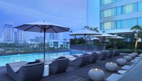 Holiday Inn Jakarta Kemayoran - Jakarta - Pool