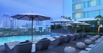 Holiday Inn Jakarta Kemayoran - ג'קרטה - בריכה