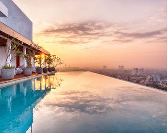 Jetwing Colombo Seven - Colombo - Pool