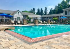 Quality Inn Gettysburg Battlefield - Gettysburg - Pool