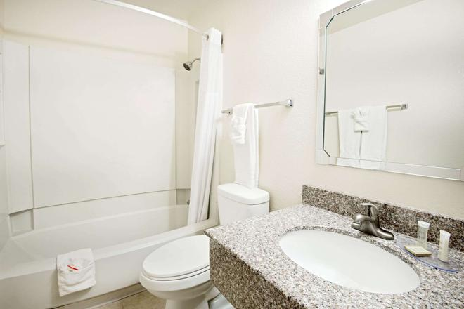 Super 8 by Wyndham Las Cruces/White Sands Area - Las Cruces - Baño