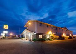Super 8 by Wyndham Las Cruces/White Sands Area - Las Cruces - Building