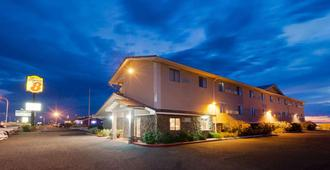 Super 8 by Wyndham Las Cruces/White Sands Area - Las Cruces - Building