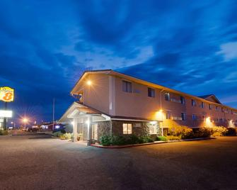 Super 8 by Wyndham Las Cruces/White Sands Area - Las Cruces - Gebouw