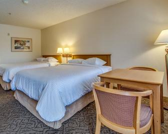 Guesthouse Inn & Suites Upland - Upland - Bedroom