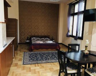 Skerzzo Guesthouse - Plowdiw - Schlafzimmer