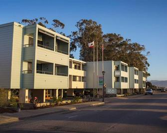 456 Embarcadero Inn & Suites - Morro Bay - Building